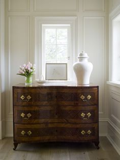Q with Phoebe: Placing Furniture in a Hallway - Mrs. Howard Personal Shopper