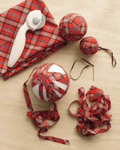 Plaid Ball Ornaments - Diy and Crafts Diy Christmas Decorations, Rustic Christmas Ornaments, Tartan Christmas, Holiday Crafts, Ornaments Ideas, Holiday Tree, Diy Weihnachten, Homemade Christmas, Christmas Crafts