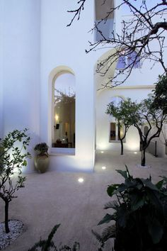 Image 2 of 17 from gallery of Exercise With The Arches / NAUTA Architecture & Research. Photograph by Roberto Micoccio Design Exterior, Interior And Exterior, Architecture Details, Interior Architecture, Gothic Architecture, Ancient Architecture, Villa Luxury, Outdoor Spaces, Outdoor Living
