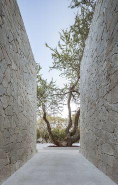 New wall stone cladding exterior Ideas Stone Cladding Exterior, Wall Exterior, Exterior Design, Architecture Details, Landscape Architecture, Landscape Design, Casa Patio, Modern Entrance, Stone Houses