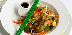 Ease those Monday blues, dinner is sorted! Healthy Food, Healthy Recipes, Chicken Stir Fry, Monday Blues, Japchae, Thai Red Curry, Fries, Dinner, Ethnic Recipes