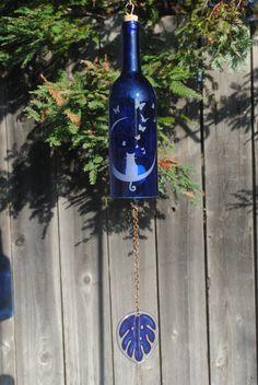 bottle crafts wind chimes Cat Moon Butterfly Wind Chime Up-Cycled Wine Bottle Wine Bottle Art, Wine Bottle Crafts, Vodka Bottle, Carillons Diy, Butterfly Wind Chime, Mobiles, Diy Wind Chimes, Glass Bottles, Wine Bottles
