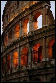 Coloseum. Hier ben ik een keer in de zomervakantie geweest. Dit vind ik een mooi gebouw, ook omdat er een goed verhaal achter zit