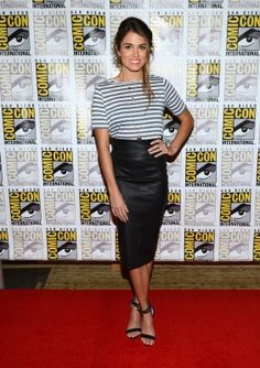 Where Nerds and High Fashion Meet: The Best Dressed Celebs at Comic-Con: Nikki Reed in a Robert Rodriguez leather skirt and striped shirt. Nikki Reed, Black Leather Pencil Skirt, Leather Midi Skirt, Black Pencil, Leather Heels, Foto Fashion, High Fashion, Red Carpet Looks, Striped Tee
