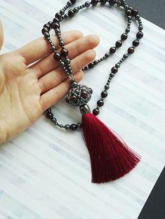 Купить Сотуар из граната и гематита с шелковой кистью в интернет магазине на Ярмарке Мастеров