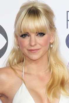Do you want bombshell hair like Anna Faris? Get the look in today's beauty secret: