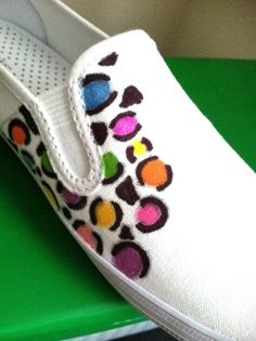 Reuse -Lovely On a Budget: Search results for sharpie shoes Sharpie Canvas, Sharpie Art, Sharpies, Painted Canvas Shoes, Painted Sneakers, Sharpie Shoes, Tie Dye Shoes, Diy Clothes And Shoes, Leopard Print Shoes