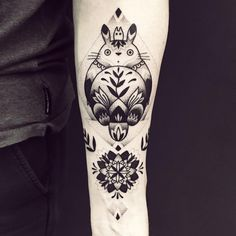 Tattoo geometric, Mandala Tattoo, ein Held aus Anime von Studio Gibli mein Nachbar Totoro