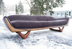 Sofa with V legs