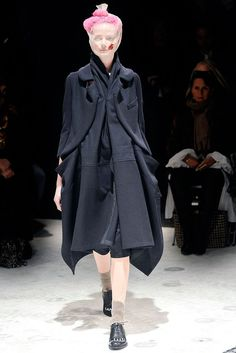 Comme des Garçons Fall 2009 Ready-to-Wear Fashion Show - Sharon Van de Pas