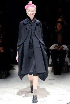 Comme des Garçons Fall 2009 Ready-to-Wear Fashion Show - Sharon Van de Pas