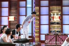 When you mom won't let you see what she's cooking. [Chef Zhang YiXing]