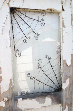 Odd Twisted Barbed Wire Corner Spider Web Reclaimed Art - Tela de araña 18 alambre de púas trenzado impares por thedustyraven La meilleure image selon vos e - Holidays Halloween, Halloween Crafts, Halloween Decorations, Halloween Ornaments, Wire Spider, Spider Webs, Fall Crafts, Diy And Crafts, Barbed Wire Art