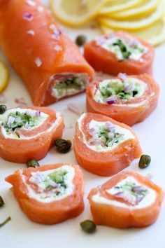 These elegant smoked salmon pinwheels are perfect if you want to enjoy lox without the bagels for a low-carb, keto appetizer. These elegant smoked salmon pinwheels are perfect if you want to enjoy lox without the bagels for a low-carb, keto appetizer. Smoked Salmon Recipes, Fish Recipes, Seafood Recipes, Low Carb Recipes, Appetizer Recipes, Cooking Recipes, Healthy Recipes, Appetizer Party, Smoked Salmon Appetizer