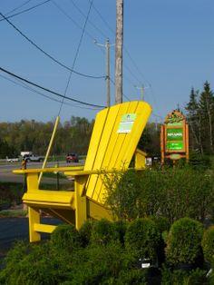 chaise#jaune#botanix#levertpaysage#st-faustin#mont-tremblant#centre-jardin#paysagiste