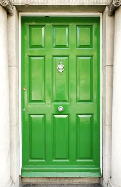 We are green with envy over this awesome front door. #home http://www.ivillage.com/colorful-front-doors/7-a-529100#