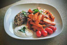 Fit & Fast Kitchen: Indyk z batatem i sosem czosnkowym