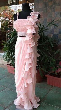 Light Pink Crepe Designer One Color Soft Ruffle Saree Light Pink One Color Soft Ruffle Saree for Birthday Party Indian Fashion Dresses, Indian Gowns Dresses, Indian Designer Outfits, Saree Blouse Patterns, Saree Blouse Designs, Stylish Sarees, Stylish Dresses, Saree Designs Party Wear, Indian Wedding Gowns