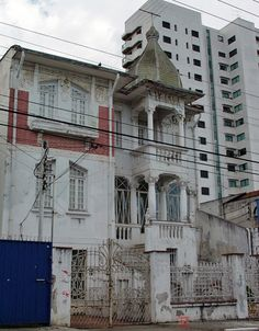 Old mansion at Conselheiro Cotegipe Street, Sao Paulo / Brazil