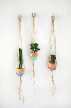 DIY: mini macrame eggshell planters