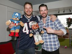 Chris Pratt Visits Sick Kids in Boston with Chris Evans, Making Good on His Super Bowl Bet http://www.people.com/article/chris-pratt-chris-evans-super-bowl-bet-christophers-haven