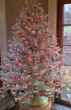 Don't want traditional Merry Christmas decorations? A pre lit white Christmas tree is just what you need. Try these white Christmas tree decorating ideas. Antique Christmas, Christmas Past, Vintage Christmas Ornaments, Pink Christmas, Christmas Holidays, Silver Tinsel Christmas Tree, Vintage Aluminum Christmas Tree, Elegant Christmas, Retro Christmas Tree