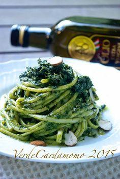 Spaghetti con pesto di cavolo nero, acciughe e mandorle e un filo di olio extravergine AIPO   Verde Cardamomo