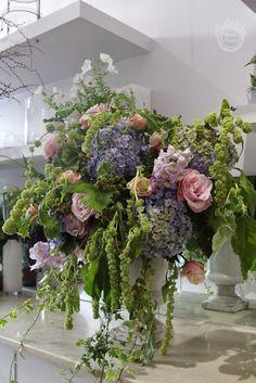 Catherine Muller London and A Little Flower Project Large Floral Arrangements, Vase Arrangements, Centerpieces, Floral Style, Floral Design, Pastel Room, Garden Stepping Stones, Wedding Venue Decorations, Floral Artwork
