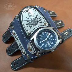 A number of fur trading companies and fur manufacturers and designers are again designing and creating fur coats that possess a vintage style and look. Steampunk Accessories, Leather Accessories, Cool Watches, Watches For Men, Leather Armor, Grillz, Vintage Fur, Leather Projects, Leather Watch Bands