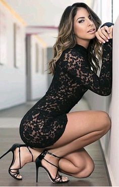 mini skirts and sexy legs Tight Dresses, Sexy Dresses, Short Dresses, Beautiful Legs, Gorgeous Women, Pernas Sexy, Looks Pinterest, Belle Silhouette, Sexy Women