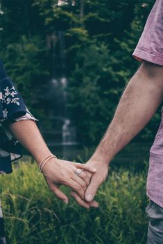67 Top Ideas For Photography Poses Couples Outdoors Engagement Shoots Engagement Photo Shoot Poses, Photo Poses For Couples, Outdoor Engagement Photos, Engagement Ring Photos, Engagement Photo Inspiration, Engagement Couple, Engagement Shoots, Engagement Photography, Wedding Photography