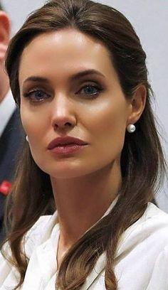 Angelina Jolie, Pearl Earrings, Pearls, Jewelry, Fashion, Moda, Pearl Studs, Jewlery, Jewerly