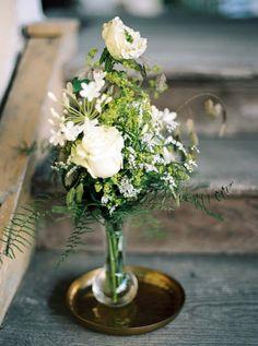 Doppelte Weiblichkeit: Hochzeitsidee in Schwarz-Weiß SIEGRID CAIN http://www.hochzeitswahn.de/inspirationsideen/doppelte-weiblichkeit-hochzeitsidee-in-schwarz-weiss/ #wedding #flowers #green