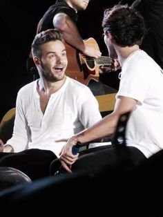 LOOK an excited little puppy! Oh wait...that's just Liam Payne ;)