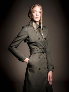 The structured trench coat by Knutsford is an investment in timeless style and quality. Created from showerproof, British bonded 100% cotton fabric with luxurious Knutsford signature lining.Colour: Dark Khaki