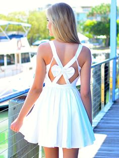 Pretty white dress with a big bow