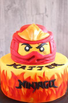 Ninjago Torte - Roter Ninjago Kai mit Anleitung zum nachmachen.