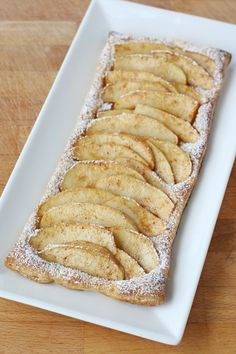Easy Apple Tart (can also use Crescent Dough Sheets) Treats Puff Pastry Recipes, Tart Recipes, Apple Recipes, Sweet Recipes, Just Desserts, Delicious Desserts, Yummy Food, Pie Dessert, Dessert Recipes