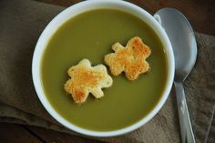 To make: use small shamrock shaped cookie cutter to punch out croutons from a slice of bread. Place them on a cookie sheet and toasted them up in the oven. Super easy! clover green, clovers, food, broccoli soup, shamrock soup, cookie cutters, st patrick, blog, cream