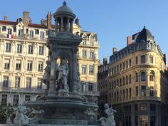 Place des Jacobins, all roads from here lead to nice shops!
