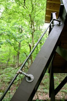 pipe rail for tree house ladder Diy Stair Railing, Loft Railing, Pipe Railing, Loft Stairs, Railing Ideas, Outdoor Railings, Garage Stairs, Patio Stairs, Basement Stair