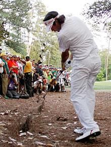Bubba Watson creates iconic Masters moment with path to green jacket | View photo - Yahoo Sports