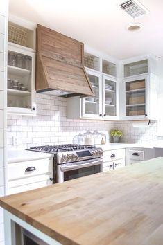 DIY Home Decor Ideas :   Illustration   Description   farmhouse-style-kitchen-makeover-6    -Read More –    https://greatmag.net/diy/diy-home/diy-home-decor-ideas-farmhouse-style-kitchen-makeover-6-3/