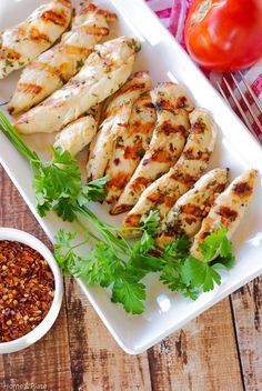 Chargrilled Lemon Garlic Chicken | Home & Plate | www.homeandplate.com | Marinated in lemon and garlic this juicy chicken that's full of flavor.