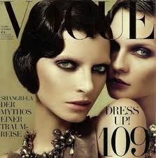The latest tips and news on Vogue are on WM. On WM you will find everything you need on Vogue. Vogue Magazine Covers, Vogue Covers, Editorial Hair, Beauty Editorial, Editorial Magazine, Editorial Fashion, 1920s Makeup, Gatsby Makeup, Vintage Makeup