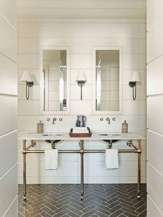 piso com padronagem geométrica em banheiro