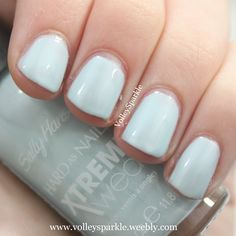 Sally Hansen Xtreme Wear Breezy Blue Nail Color | Review & Swatches
