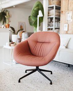 """Spring Store on Instagram: """"Deze fauteuil mag wel even in het zonnetje gezet worden:) De fauteuil staat in onze store in een prachtige stof en kleur. Deze kleur past…"""""""