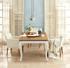 Esszimmer Landhaus Stil Einrichtung Ideen weiße Stühle mediterrane Tisch Deko
