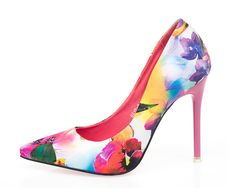 - Trendy floral pointy high heels for any occasion - Great for the office or any party - Floral print provides a unique design - 10 cm heel - Made from PU - Available in 2 colors